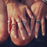 Descubra qual a mão e dedo corretos para usar cada tipo de anel