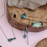 O passo a passo de como limpar jóias com pedras
